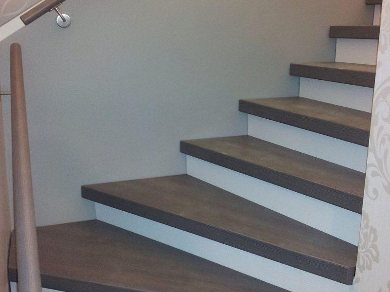 Von offener Stahlträgertreppe zur geschlossenen Treppe