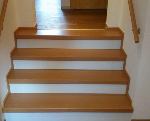 Geflieste Treppe mit Höhenausgleich