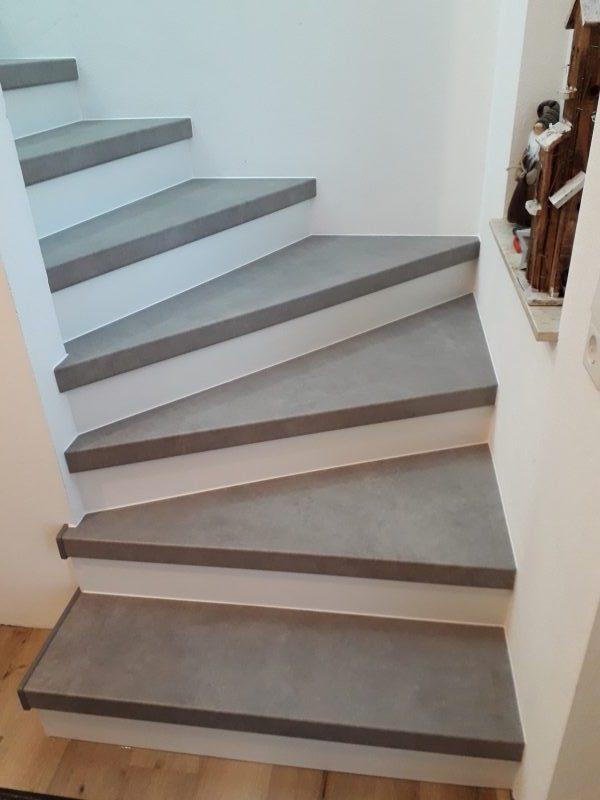 Komplettierte Betontreppe, zeitgemäß und trendig, im neu erbauten Haus // Design Loft Weiß
